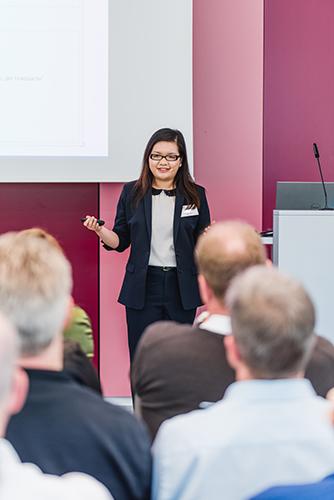 """InLoox Insider Tag 2018 in München: InLoox Vortrag """"Nahtloses Zusammenarbeiten: InLoox & Outlook"""" von Linh Tran"""