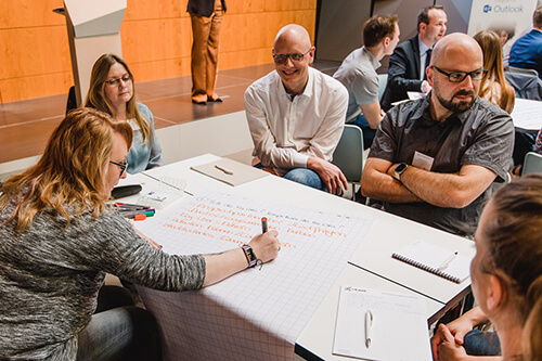 Offener Austausch im Workshop (Foto: ©InLoox GmbH; Fotografin: Mica Zeitz)