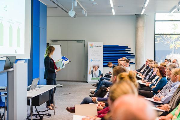 """InLoox Insider Tag 2017: Vortrag """"InLoox arbeitet mit InLoox - Wie sich die Marketing-Abteilung organisiert"""" von InLoox Marketing Managerin Carola Moresche"""