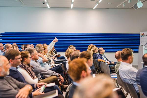 InLoox Insider Tag 2017: Begeistertes Publikum beim Kundenvortrag von Frau Gasser und Frau Schweitzer von der ZfP Südwürttemberg