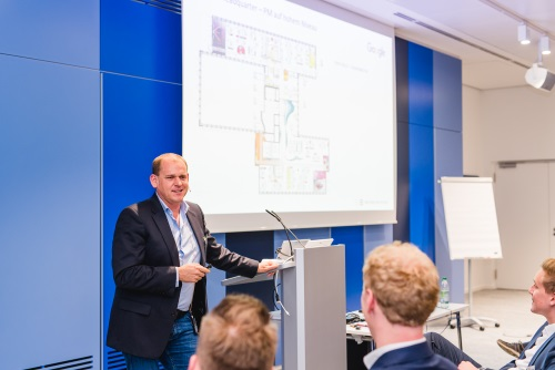 Kundenvortrag 2: IT-Projekte in der Architektur – Erfolge die Gestalt annehmen (Laurent Brückner, Brückner Architekten)