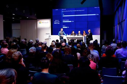 Interaktives Panel auf dem NPO-Tag 2017: 73% der Teilnehmer fühlen sich auf dem Weg in die digitale Welt mitgenommen (Bild: Microsoft Politik)